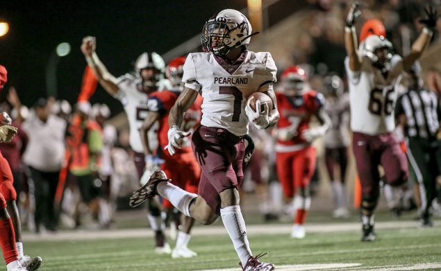 CATCH ME IF YOU CAN - Pearland junior running back Brandon Campbell (7) gathers in a 41-yard pass play from QB J.D. Head to give the Oilers a 41-32 lead over the Alief Taylor Lions with 3:54 left in the district opener for both teams. Pearland had trailed for most of the game until the offense took control in the final frame for the 48-32 victory. Pearland improves to 4-0 on the season and 1-0 in league play. (Photo by Lloyd Hendricks)