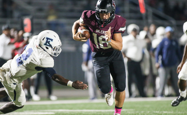 SCORING RUN - Pearland's Landon Bradley scores on a 20-yard run against Elsik as the Oilers blanked the Rams 52-0 to post a Homecoming win to remain perfect on the season with a 6-0 overall mark and 3-0 in district. Unfortunately, Bradley would suffer an injury later in the second half. He had six carries for 102 yards and one TD. (Photo by Lloyd Hendricks)